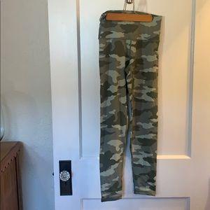 Aerie Camo leggings size M